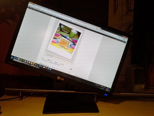 Diese Woche freue ich mich über meinen neuen Rechner und neuen Bildschrim, der sehr variabel verstellbar ist :-)